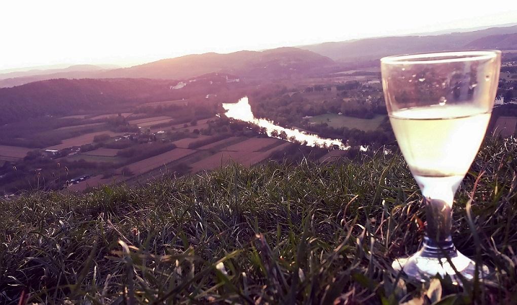 Ein Glas Wein in Leroc
