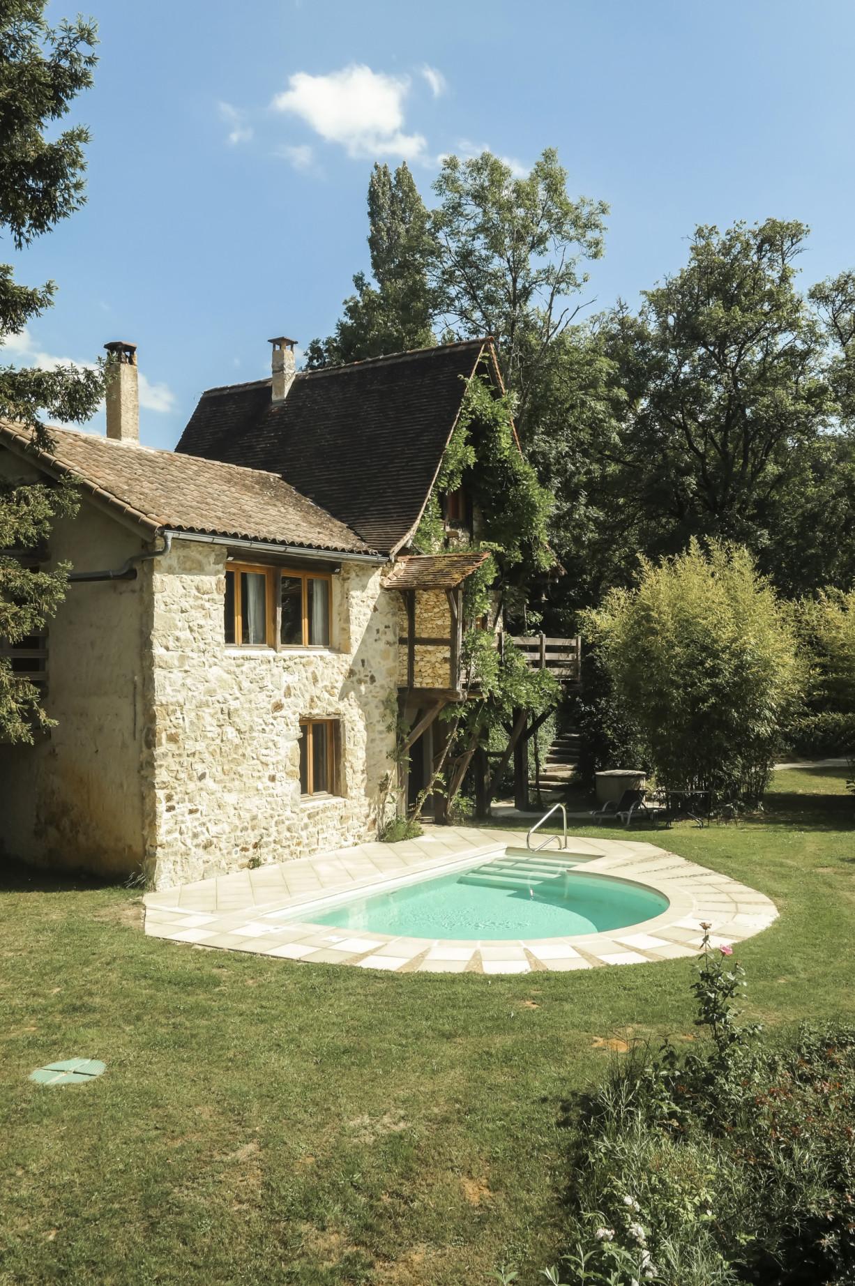 Fischerhaus Pool und Haus