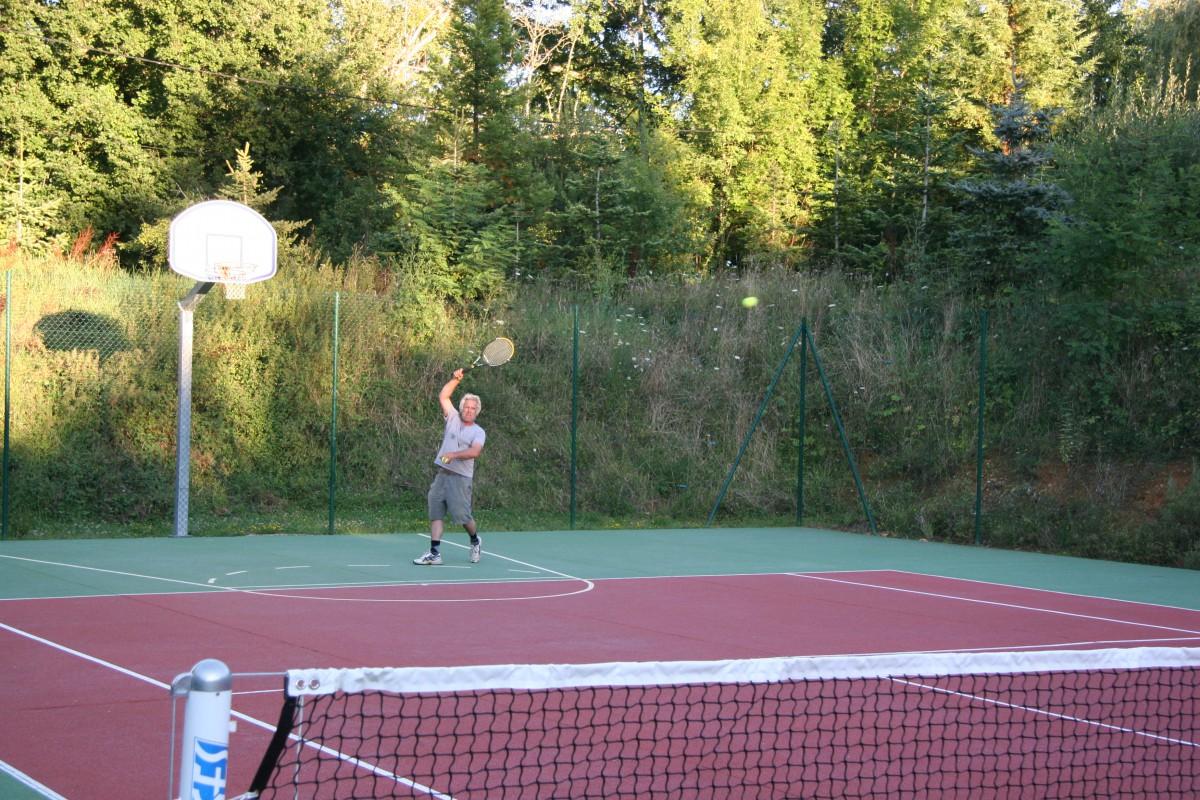 Tennis Arne spielt